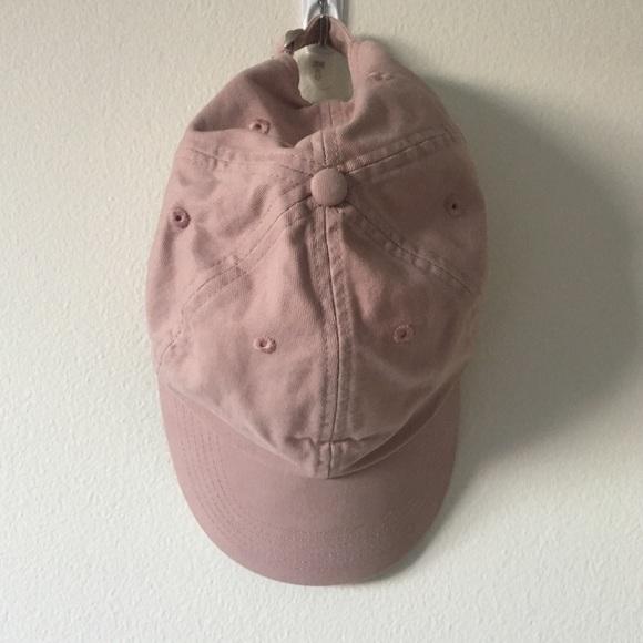 d88ca50fc7e UO Pale pink cap. M 5a8de7982ab8c5f6dff34b69